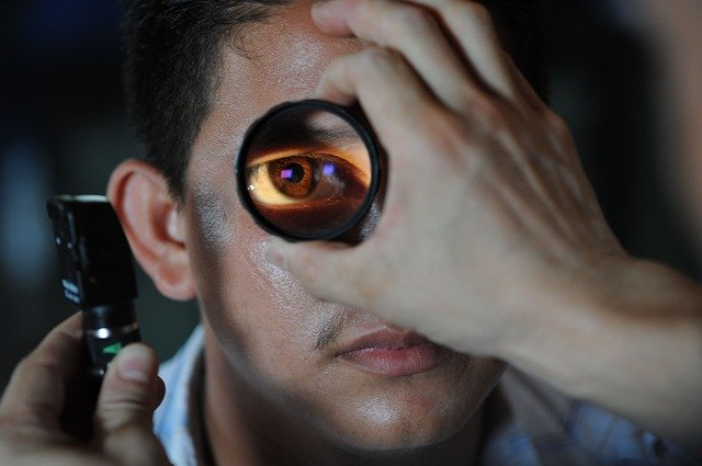 Dabar akių gydytojai nemokamai atvyksta ir į biurą