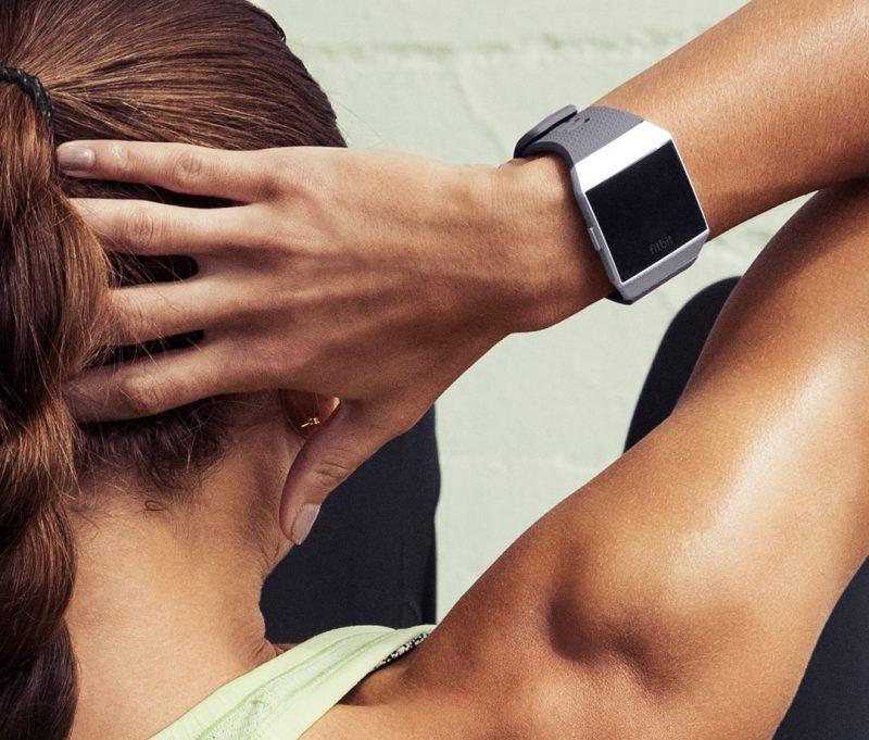 """""""Fitbit"""" pristatė išmanųjų laikrodį """"Ionic"""""""