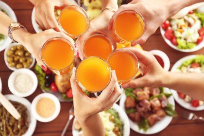 Tyrimas atskleidžia: lietuviai pirmenybę teikia vaisių sultims, glotnučius labiau mėgsta vaikai