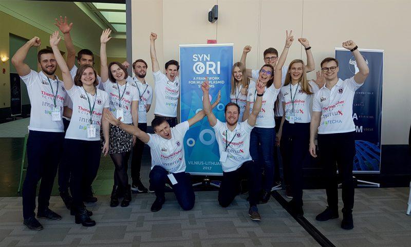 Geriausi pasaulyje: VU studentų komanda iškovojo istorinį apdovanojimą tarptautiniame sintetinės biologijos konkurse