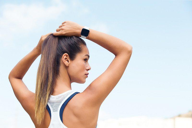 """""""Fitbit"""" pristato naują išmanųjį laikrodį ir moterų sveikatos sekimo funkciją"""