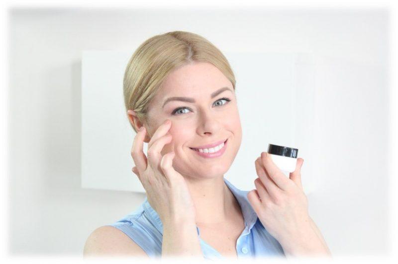 3 odos priežiūros patarimai, padėsiantys išlaikyti odos jaunystę be chirurginių intervencijų