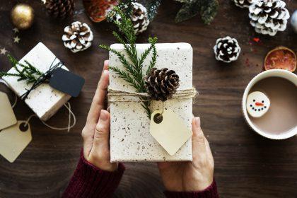 Dovana – sveikata: vaistininkas pataria, kokios dovanos padės pasirūpinti artimųjų gera savijauta ir grožiu