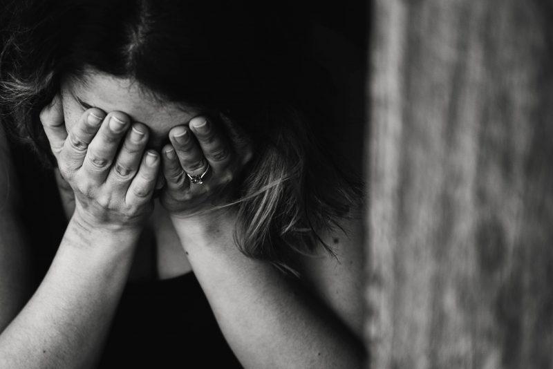 """Psichologė pataria pasitikrinti: ar nedarote """"meškos paslaugos"""" artimųjų priklausomybėms?"""