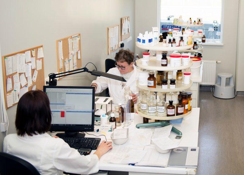 Niša rinkoje: vaistų gamybą vaistinėse – rankų darbo vaistai ir moderni įranga
