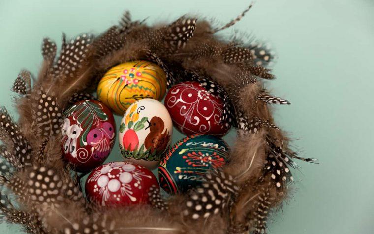 Kuo dažyti kiaušinius, kad nesukeltume pavojaus sveikatai