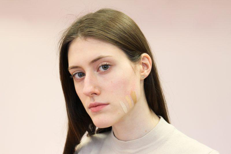 """Dažniausios veido tonavimo klaidos: nuo vampyriško įvaizdžio iki """"kaukės"""" efekto"""