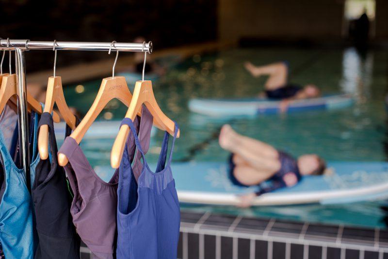 """Naujos """"Audimo"""" atostogų kolekcijos pristatyme influenceriai išbandė balansinę treniruotę ant vandens"""