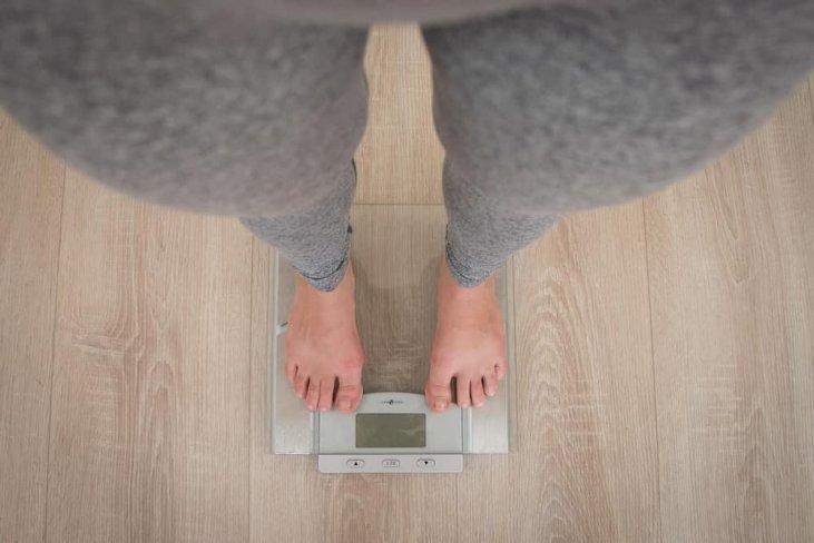 svorio netekimas ant svarstyklių teigiamos svorio metimo mantros
