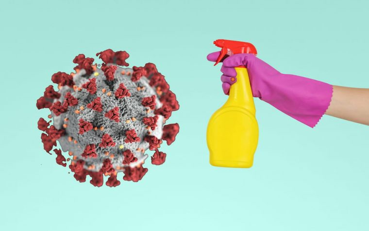 Mergina purškia valymo priemone and koronaviruso imitacijos grafine forma.