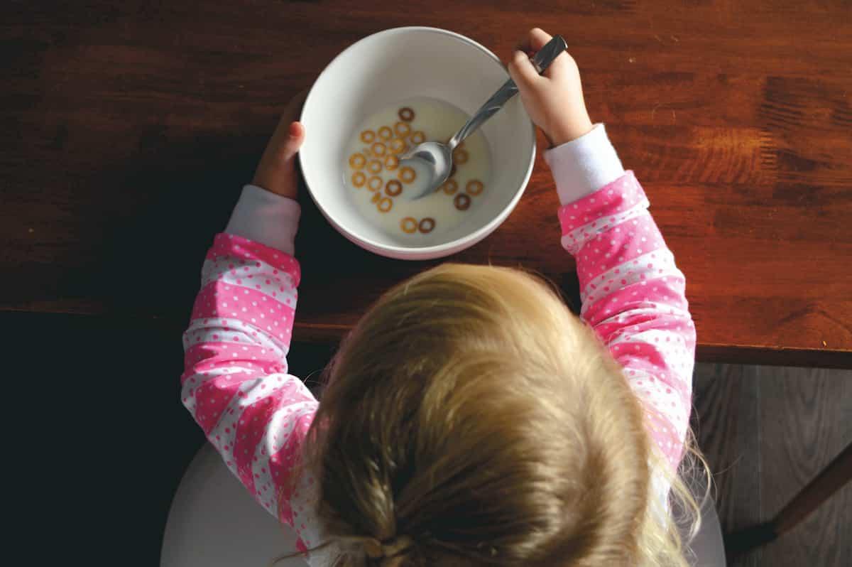 6 tėvų klaidos, žlugdančios sveikus vaikų mitybos įpročius