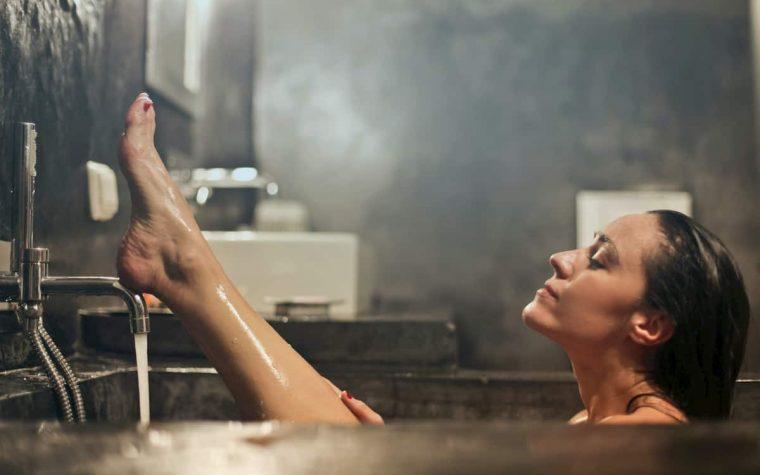 5 prausimosi duše klaidos, kurios neigiamai veikia odą