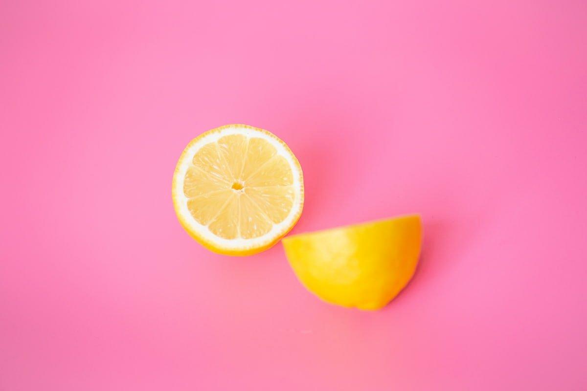 Kraujuojančios dantenos gali signalizuoti, kad jums trūksta vitamino C