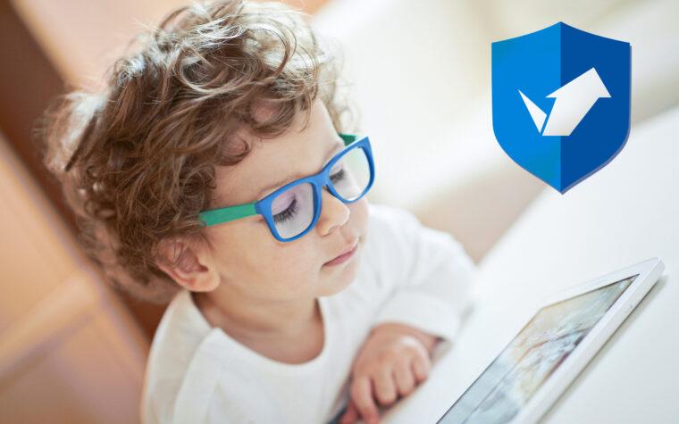 Ar turėtumėte pirkti mėlyną šviesą blokuojančius akinius savo vaikams